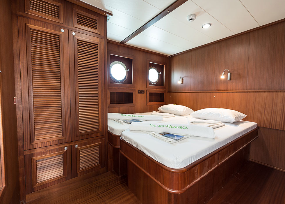 CHRONOS, deluxe cabin, double bed