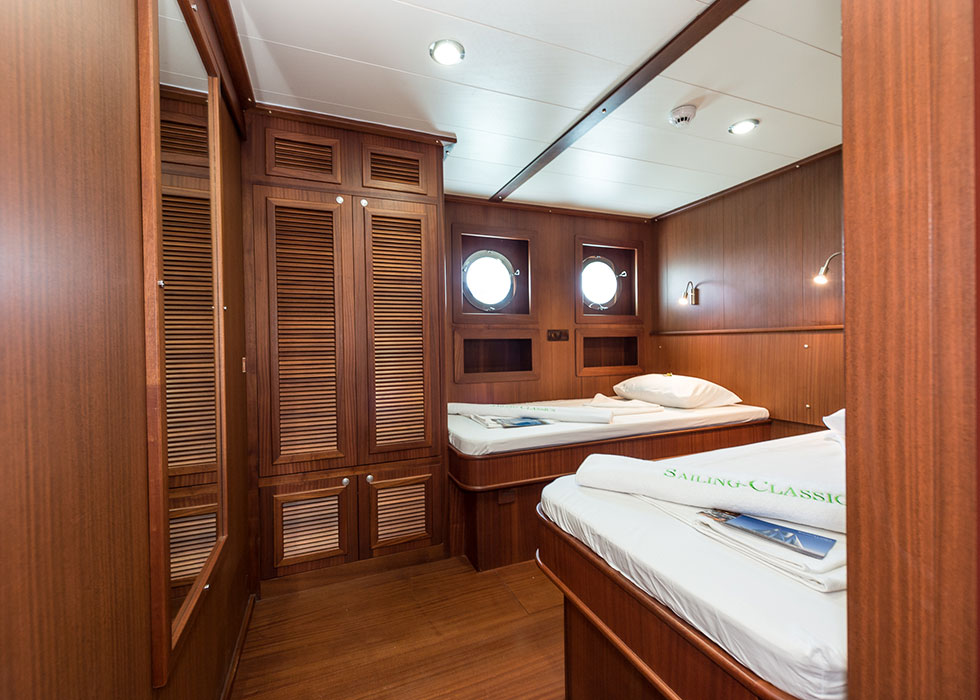 CHRONOS, deluxe cabin, single beds